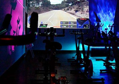 gimnasio-en-chiclana-sala-audiovisual-ciclo-walking